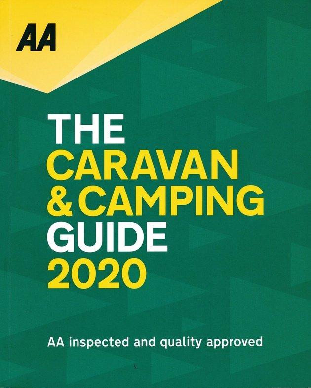 Britain Caravan and Camping Guide 2020 9780749582005  AA Publishing   Campinggidsen Groot-Brittannië