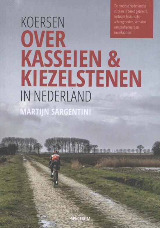 Koersen over kasseien & kiezelstenen in Nederland 9789000356195 Martijn Sargentini Spectrum   Fietsgidsen Nederland