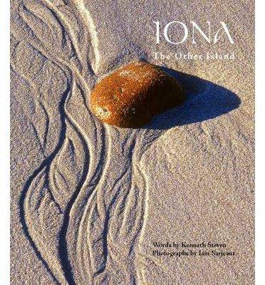 Iona 9780861538300 Sarjeant, Iain; Steven, Kenneth St Andrew Press   Landeninformatie Skye & the Western Isles