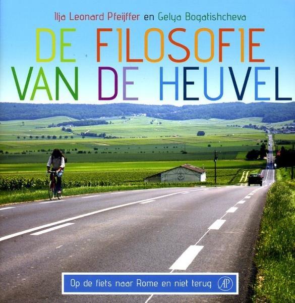 De filosofie van de heuvel 9789029573061 I.L. Pfeijffer; G. Bogatishcheva Arbeiderspers   Fietsgidsen Europa