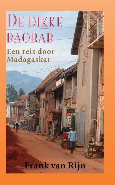 De dikke baobab 9789038924601 Frank van Rijn Elmar   Fietsgidsen, Reisverhalen Madagascar