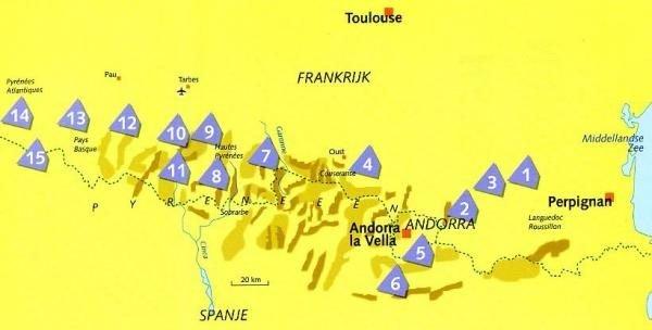 Wielrennen in de Pyreneeën 9789044733624  Deltas   Fietsgidsen Pyreneeën en Baskenland