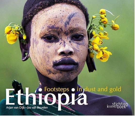 Ethiopia Footsteps in Dust and Gold 9789058564795 Arjan van Dijk, Jos van Beurden Stichting Kunstboek België   Fotoboeken Ethiopië, Somalië, Eritrea