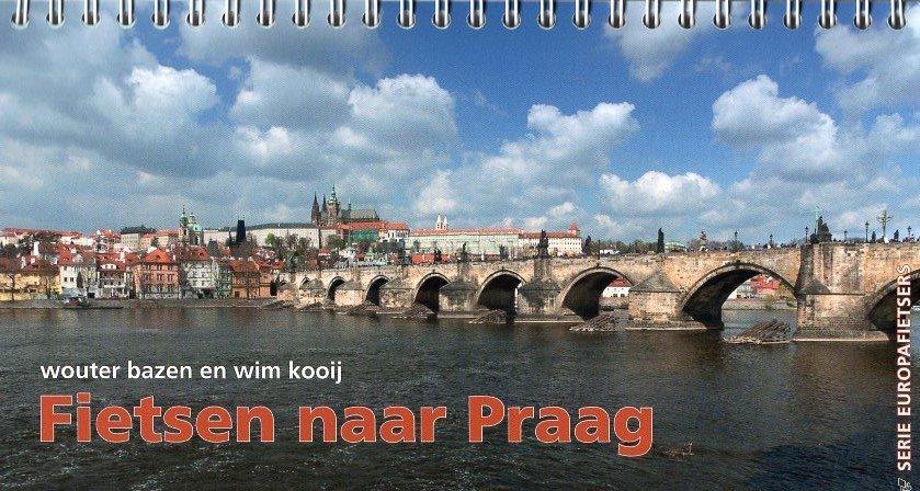Fietsen naar Praag 9789064557989 Wouter Bazen, Wim Kooij,Kees Swart, Europafietsers Pirola Pirola fietsgidsen  Fietsgidsen, Meerdaagse fietsvakanties Europa