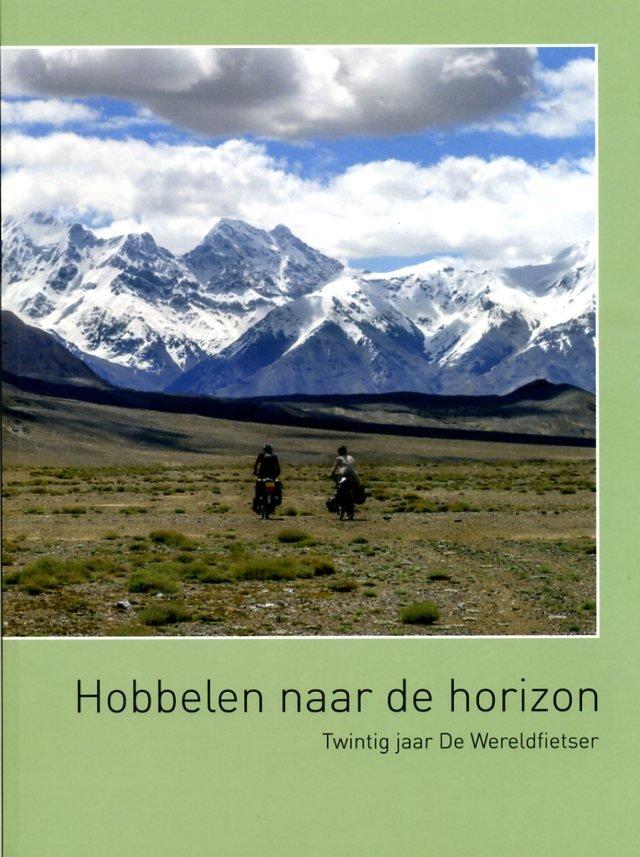 Hobbelen naar de Horizon 9789080700505 Frouke van Ommeren (red.) De Wereldfietser/Holcus   Fietsgidsen Wereld als geheel