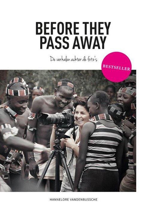 Before they pass away: de verhalen achter de foto's 9789492037978 Hannelore Vandenbussche Brandt   Cadeau-artikelen, Reisverhalen Wereld als geheel